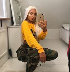 Today we are present to you some trendy collection of casual outfits which are beautiful which you can steal there styles while hanging with friends and spouse during the weekend . Urban Fashion, Teen Fashion, Fashion Outfits, Womens Fashion, Chill Outfits, Trendy Outfits, Cute Outfits, Outfit Goals, Long Sleeve Crop Top