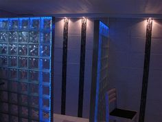 Loftkasse i MDF med LED spot, Led RGB bånd samt indb. højtalere.