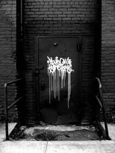 Perfect Graffiti always inspire. Especially that done with KRINK paints - pinnervoir Graffiti Art, Graffiti Tagging, Graffiti Lettering, Street Art Graffiti, Graffiti Writing, Typography, Banksy, Black And White Graffiti, Urbane Kunst