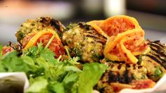 Almôndegas de frango com limão-siciliano, do chef Yotam Ottolenghi - Receitas - GNT