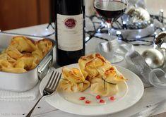 Un'idea davvero gustosa per il vostro pranzo di Natale! Vi presentiamo la quinta ricetta: Fagottini di Crepe con Zucca e Ricotta e vino rosso Cinque Quinti! 🎄😋