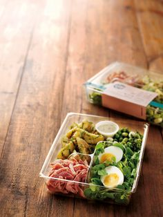 Fruition London: Starbucks Bistro box. Hmm, we don't have this one...Looks like a deconstructed carbonara salad...which I'm totally doing!