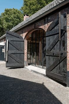 Restoration of the Hengstmere farm by ODM Architects - Heritage & Architecture in the countryside homify Eco Construction, Modern Barn House, Home Furnishing Stores, Girl House, Deco Design, House Goals, My Dream Home, Architecture Design, New Homes