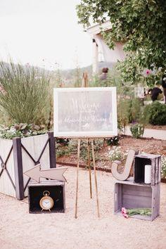 DIY Welcome Sign by Nixie Sparrow  Photo : Elisha Orin Photography