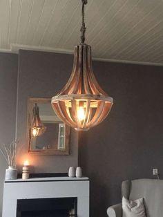 Landelijke hanglamp, kroonluchter, hout - Ans Woonshop Arno, Cozy House, Home Renovation, Lamp Light, Sweet Home, New Homes, Chandelier, Ceiling Lights, Living Room