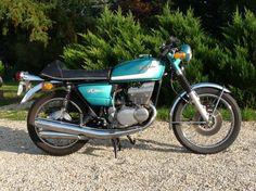 1973 SUZUKI GT 380 Cadre n° 36464 Moteur n° 38848 Cylindrée: 371 cm3 Poids 171 kg Carte grise française La Suzuki GT 380 est née en 1972, et avait pour but de remplacer les 350 bicylindres qui étaient… - Osenat - 24/10/2015