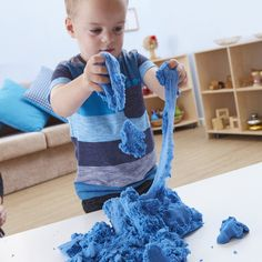 Skwooshi is an astonishing, mess-free, mouldable compound - one minute you are moulding and modelling and the next Skwooshi is stretching and flowing! Non Newtonian Fluid, Fiddle Toys, Finger Gym, Kinetic Sand, Stress Toys, Messy Play, Sensory Toys, Fine Motor Skills