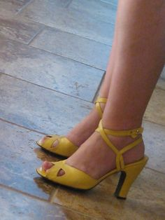 Vintage 40s Style Shoes. Lemon Yellow Ankle Straps. Rare 80s Martine Sitbon from Chloe Fame. Butter Leather Dancing Shoes. EU 39 / US 8.5
