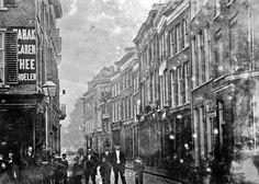De Roggestraat in 1890. De fotograaf staat op het Land van de Markt en kijkt richting Velperplein