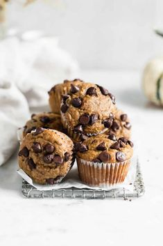 These one bowl healthy peanut butter banana muffins are made with just 6 simple ingredients and loaded wtih chocolate chips. My kinda breakfast! Peanut Butter Banana Bread, Gluten Free Peanut Butter, Chocolate Banana Bread, Healthy Peanut Butter, Natural Peanut Butter, Chocolate Chips, Mint Chocolate, Healthy Muffin Recipes, Healthy Muffins
