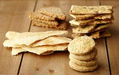 The Nickel Pincher: Easy, Crispy, Crunchy, Healthy Cracker Recipes Vegan Appetizers, Savory Snacks, Vegan Snacks, Healthy Snacks, Healthy Recipes, Healthy Crackers, Homemade Crackers, Cheap Meals, Food To Make