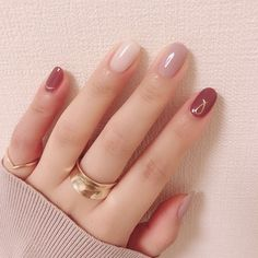 Autumn is the best season for hangout with friends, and you can try some fashional and special nails. Here is a poly gel nail for Autumn for your reference. Stylish Nails, Trendy Nails, Cute Nails, Nail Manicure, Gel Nails, Korean Nail Art, Special Nails, Pink Nails, Glitter Nails