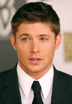 oh my god just click it.  Jensen red carpet #CriticsChoice2006