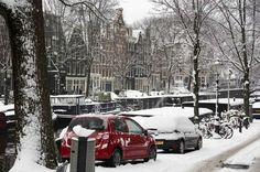 1.15.2013. Snow in Amsterdam. A snowy Brouwersgracht in the Jordaan.  ©ANP #amsterdamcanals