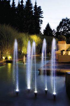 Nowoczesny podświetlany element wodny w ogrodzie - fontanna WaterTrio Creative Oase
