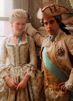Maria Antonieta by Sofia Coppola Sofia Coppola, Period Costumes, Movie Costumes, Marie Antoinette Film, Kirsten Dunst Marie Antoinette, Marie Antoinette Costume, 18th Century Fashion, Cate Blanchett, Historical Costume