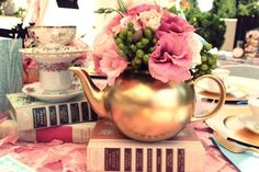 love this gold teapot