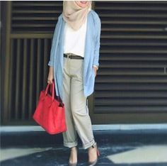 http://geoarabica.blogspot.com/  Hijab fashion: perfect for a causal weekend of travel.
