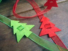 Felt Christmas Trees ~ These would be adorable on a wrapped gift! Perfect for mailing, as well.the Bow doesn't get smushed!Ribbon embellished with felt Christmas trees - (gift wrap ideas)Sweeeeeeetnesss to the max! Ribbon On Christmas Tree, Felt Christmas Ornaments, Christmas Makes, Christmas Gift Wrapping, Christmas Holidays, Christmas Decorations, Simple Christmas, Christmas Projects, Holiday Crafts