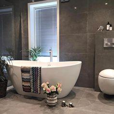 "177 Likes, 5 Comments - Flisekompaniet (@flisekompaniet) on Instagram: ""En fin lørdag til dere alleDette vakre badet tilhører @uruffuru"""
