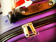 packing and luggage hacks t make travel less stressful! No luggage lock? A paperclip will keep your suitcase zipper from separating just as well. Packing Tips For Vacation, Travel Packing, Packing Hacks, Traveling Tips, Travelling, Suitcase Packing, Packing Ideas, Travel Checklist, Voyager Malin