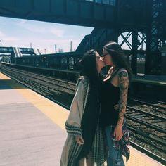 Imagem de girl, lesbian, and kiss