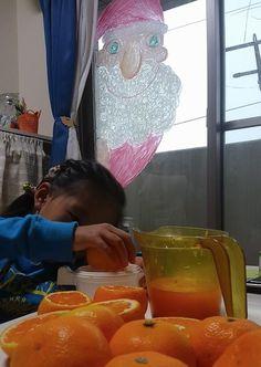 2014/11/20掲載 「貫井裕美」さんの家の窓に描いた「のぞきサンタ」。  https://www.facebook.com/kitpas2005  #kitpas #キットパス