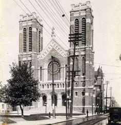 Église St Roch vers 1925 Quebec Montreal, Quebec City, Chute Montmorency, Chateau Frontenac, Le Petit Champlain, Canada, Close To Home, Rue, Notre Dame