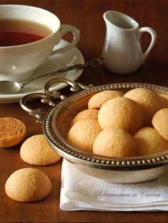 Ritroviamoci in Cucina: Un tea time in due puntate. Parte 1: Biscottini al Burro (che più facili non si può)