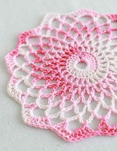 Crochet Squares Patterns Free Crochet Pattern Shaded Pinks Doily: These doilies make me think of my Grandmother's house! Art Au Crochet, Blog Crochet, Thread Crochet, Diy Crochet, Crochet Crafts, Crochet Hooks, Crochet Projects, Simple Crochet, Tutorial Crochet