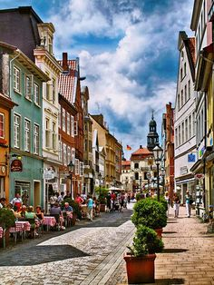 Could you imagine what lecker bakeries this street in Luneburg, Niedersachsen holds?