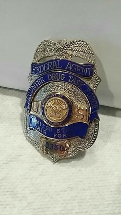 Us Military Medals, Military Police, Military Weapons, Law Enforcement Badges, Federal Law Enforcement, Fire Badge, Police Badges, Military Insignia, Police Patches