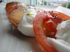 Ensalada refrescante de nectarina, mozzarella y tomate. Ver receta: http://www.mis-recetas.org/recetas/show/79561-ensalada-refrescante-de-nectarina-mozzarella-y-tomate