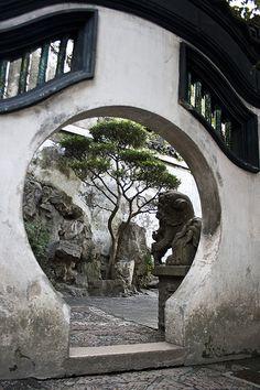 豫园 (Yuyuan, Garden of Happiness/Peace)