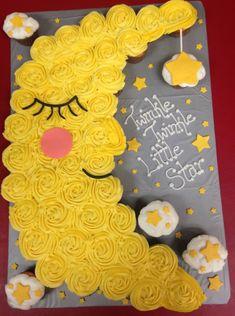 Twinkle twinkle little star cupcake pull-apart – Baby Shower İdeas 2020 Idee Baby Shower, Shower Bebe, Baby Shower Themes, Baby Boy Shower, Baby Shower Gifts, Shower Ideas, Baby Shower Cupcake Cake, Gateau Baby Shower, Shower Cakes