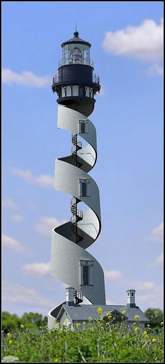 Phare de forme inhabituelle en spirale.