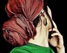 dramatic red tichel Again, incase there are days I can't deal with my curls/waves or need to cover my hair Tango, Hijab Style Tutorial, Cute Scarfs, African Traditional Dresses, Hijab Chic, Scarf Hairstyles, Textured Hair, Scarf Styles, Modest Fashion