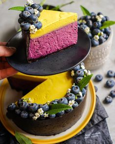 Cold Blueberry and Mango Cheesecake – Andy Chef (R … Types Of Desserts, Diet Desserts, Mango Cheesecake, Cheesecake Recipes, Blueberry Cheesecake, Biscuit Cake, New Cake, Chef Recipes, Brunch