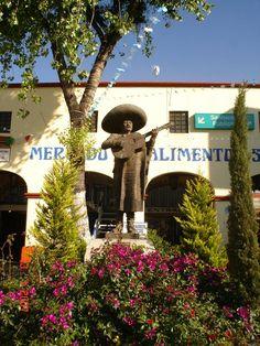 MONUMENTO_AL_MARIACHI_EN_LA_PLAZA_GARIBALDI