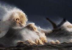 Crashing Waves on Lake Erie Look Like Liquid Mountains (18 photos)