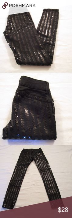 """VS Siren Skinny Sequined Jeans Gorgeous sequined skinny stretch jeans, black. Waist 28"""", inseam 31 1/2"""", rise 7"""" approximately. 82% cotton, 16% polyester, 2% elastase. Victoria's Secret Jeans Skinny"""