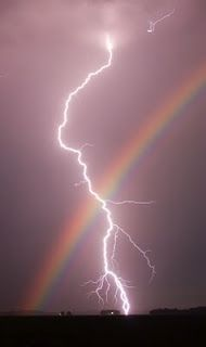 Amazing! I didn't know if I should post this to my lightning board or my rainbow board. So it's going on both. Interesting shot of nature doin it's own thing ⚡⚡