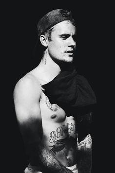 Justin Bieber (follow Perrie )