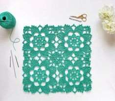 Do you like this work? Point Granny Au Crochet, Granny Square Crochet Pattern, Crochet Tablecloth Pattern, Crochet Motifs, Fast Crochet, Diy Crochet, Free Knitting, Knitting Patterns, Crochet Patterns