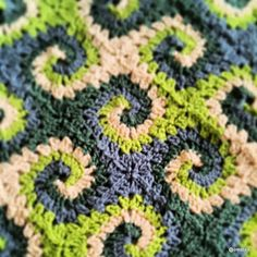 crochet - granny square blanket - clever use of spirals to create wave pattern - neat
