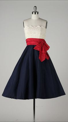 vintage 1950s dress . red white & blue