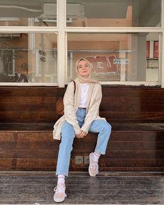 Modern Hijab Fashion, Muslim Women Fashion, Modesty Fashion, Hijab Fashion Inspiration, Fashion Outfits, Batik Fashion, Stylish Hijab, Hijab Casual, Retro Outfits