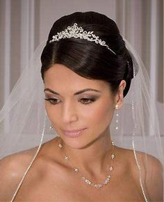 Dazzling Gorgeous Elegance Wedding Veil Hairstyle with Beautiful Tiaras Idea