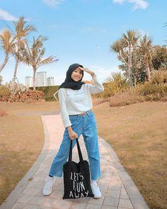 Modern Hijab Fashion, Street Hijab Fashion, Hijab Fashion Inspiration, Muslim Fashion, Denim Fashion, Fashion Outfits, Hijab Look, Hijab Style, Casual Hijab Outfit