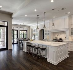 Adorable 100 Amazing White Kitchen Cabinet Design Ideas https://homearchite.com/2018/02/22/100-amazing-white-kitchen-cabinet-design-ideas/
